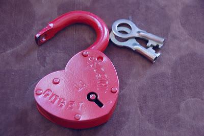 Candado con forma de corazón y dos llaves