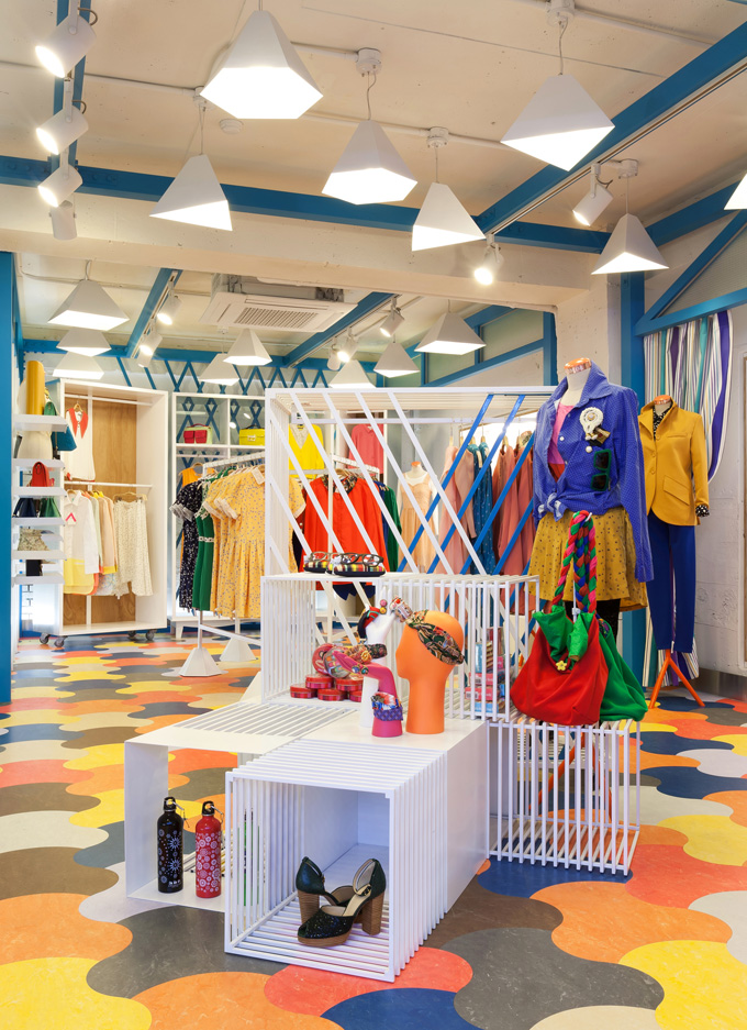 Be a Crazy 8 kid! Shop boys and girls clothes with cool details that you can mix, match and make your own. Put your own spin on things with kids accessories and shoes that let kids be themselves. From 6 months to size 16, we have everything from sparkly and twirly to bright and bold.