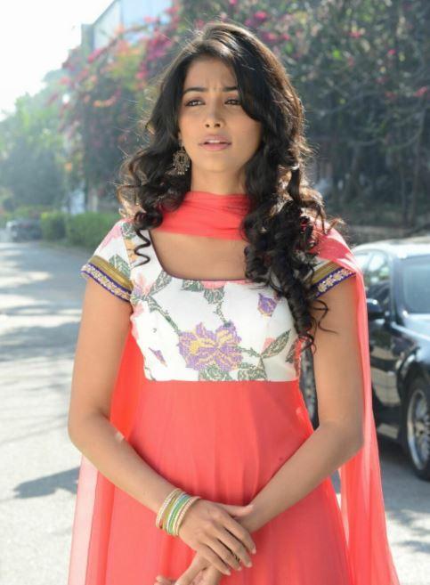 Pooja Hegde Long Hair