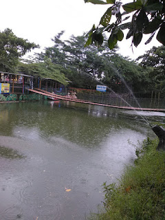 Jembatan Gantung Waterpark Kyai Masni Taman Kota Ciperna