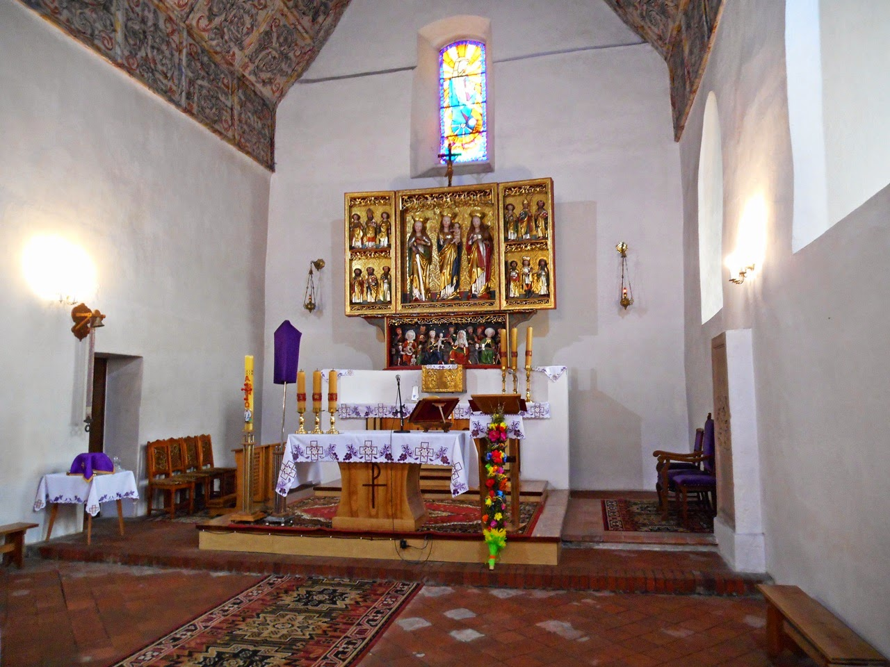 rzeźby, świeczniki, sufit, budowla sakralna
