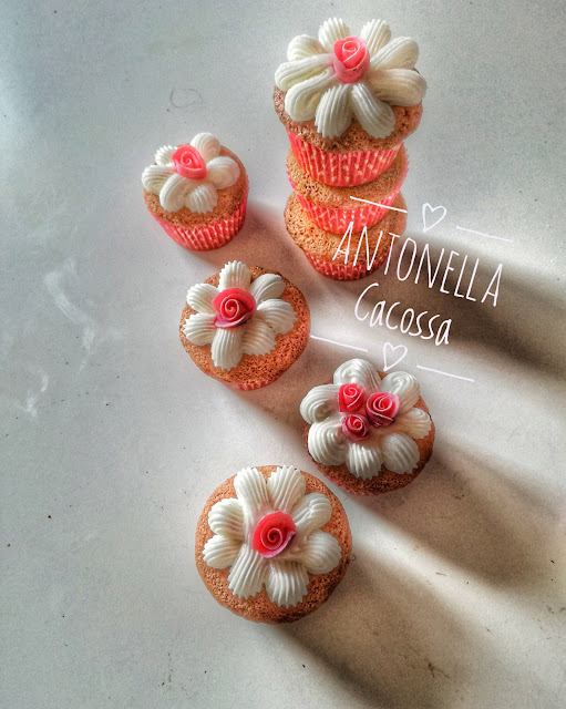 cupcake decorati in royal icing