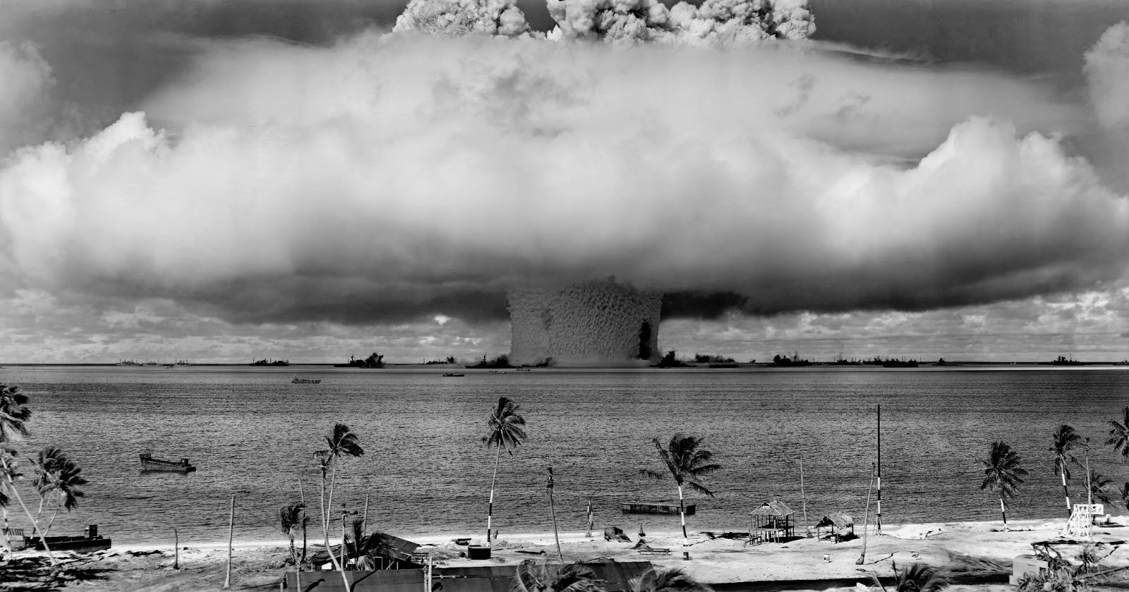 Underwater detonation of 24 kiloton nuclear weapon