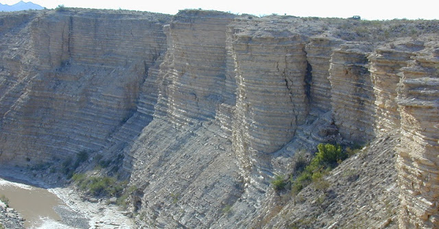 Alternating layers of shale and limestone near Big Bend, Texas, characteristic of the rock laid down at the bottom of a shallow ocean during the late Cretaceous period. The rock holds definitive geologic evidence that the planets in our solar system behave differently than the prevailing theory that the they orbit like clockwork in a quasiperiodic manner. PHOTO: BRADLEY SAGEMAN