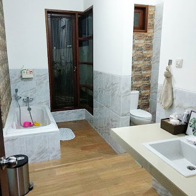 inspirasi keramik kamar mandi sederhana