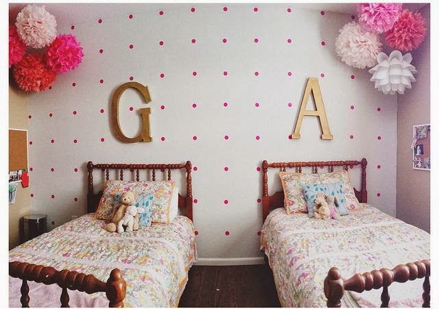 tips-deco-low-cost-decorar-pared-vacia-vinilo-dots-puntos