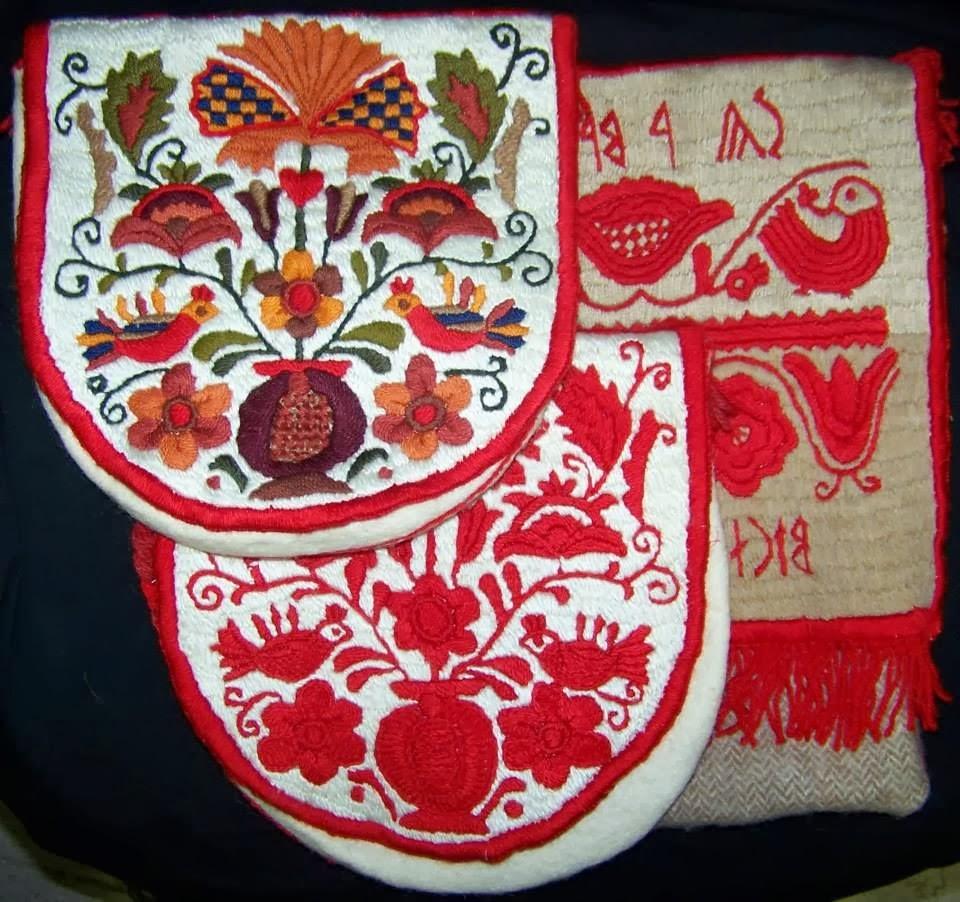 81f1fb64a7 Gyakori motívum a kétfejű sas, mely majd a magyar nyelvterület másik,  keleti peremén újból szép számmal jelentkezik a hímzéseken.