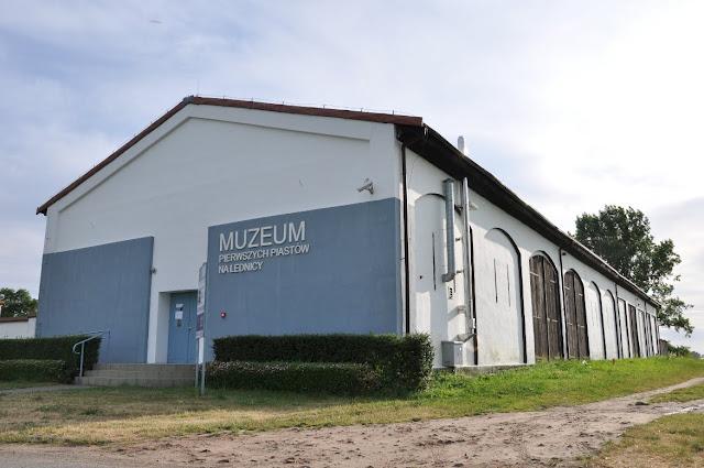 Muzeum Pierwszych Piastów na Lednicy w Dziekanowicach