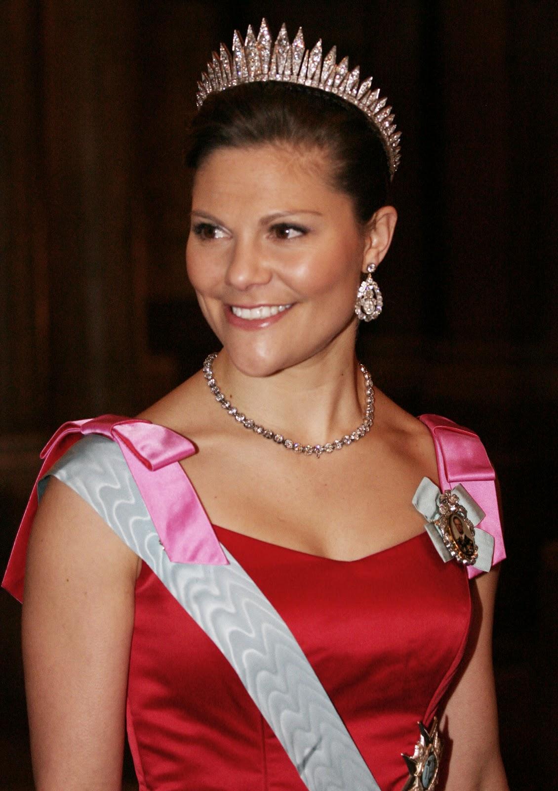 Swedish Crown Braid Tutorial: Marie Poutine's Jewels & Royals: Swedish Royals