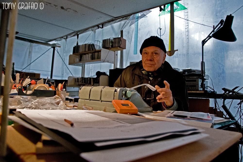 Federico De Leonardis, 77 anni, artista
