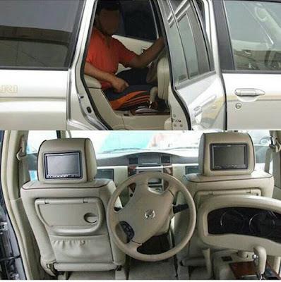 Tebak, Mobil apa coba supirnya dibelakang penumpangnya didepan?