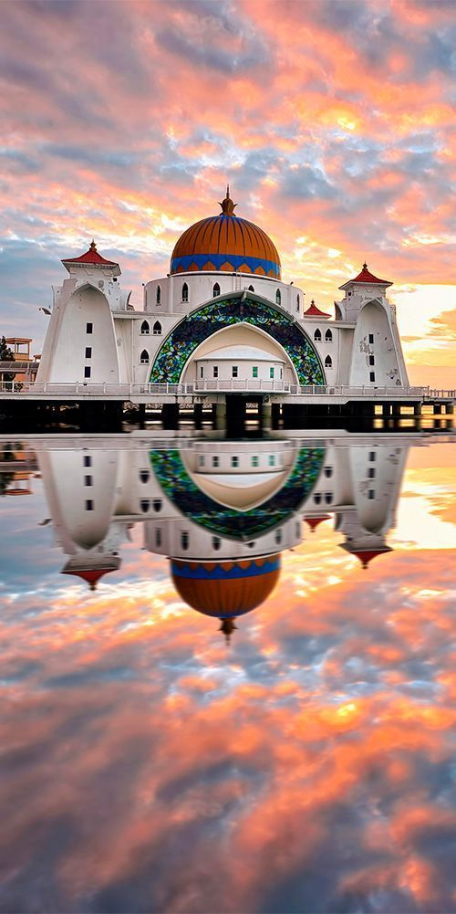 Five Against Note Spread (FAN Spread) - Malacca Straits Mosque, Malacca Island, Malaysia