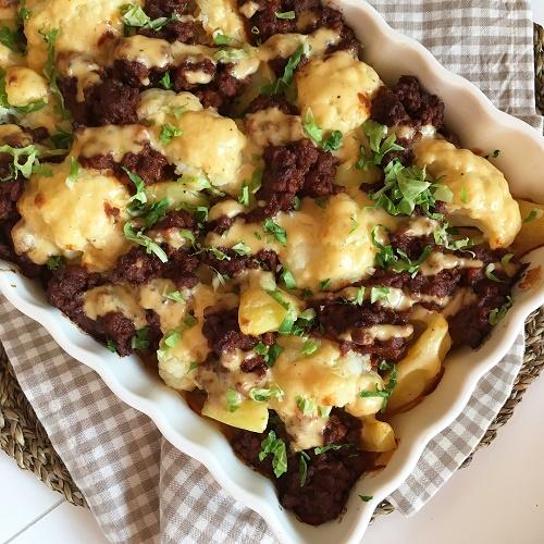 Blumenkohl & Kartoffeln mit Hacktupfen und Käsebéchamel