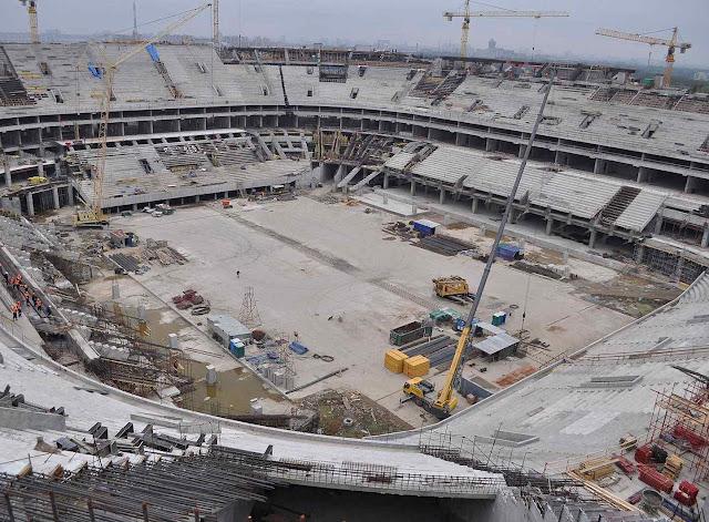 Despesas arrebentaram orçamentos na Copa mais cara da história numa Rússia falida. Foto estádio de São Petersburgo
