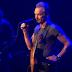 «Μαύρη» επέτειος στο Bataclan: Ενός λεπτού σιγή στη συναυλία του Sting (video+photos)