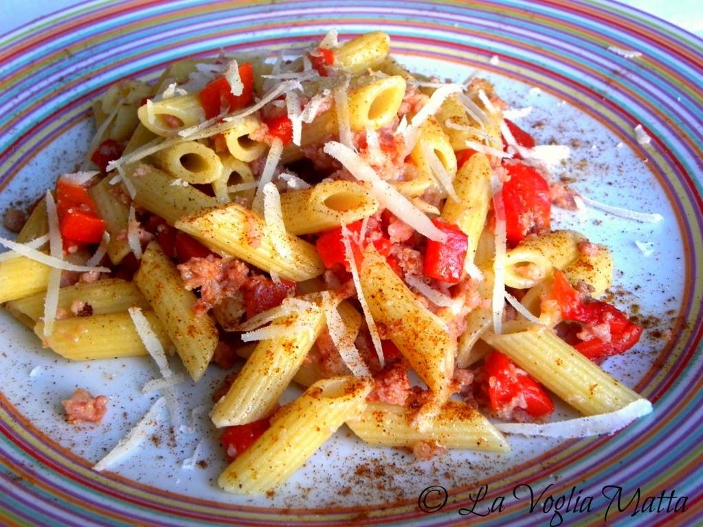 mezze penne con salsiccia peperoni e pecorino romano