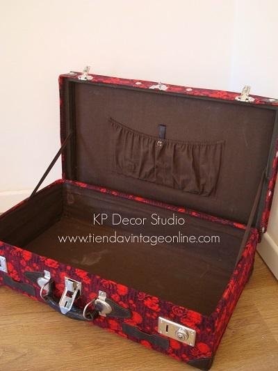 Imágenes de maletas antiguas abiertas