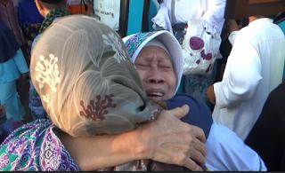 Isak Tangis dan Kebahagian Warnai Kedatangan Haji Asal Magetan