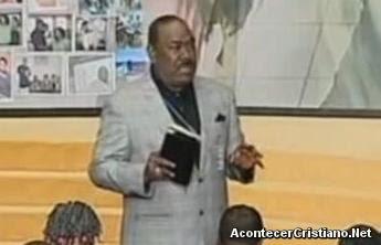 Pastor Ira V. Hilliard predicando