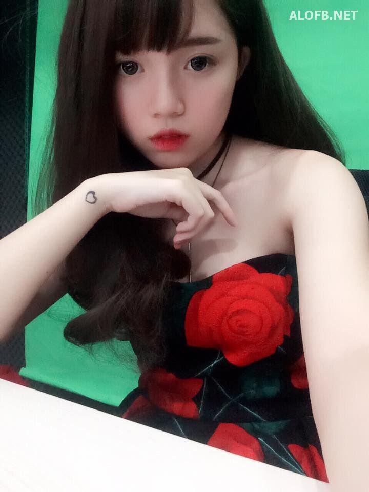 15350601 1705871486394384 4605939575046235397 n alofb.net - Streamer LMHT Linh Ngọc Đàm cực SEXY với Bikini