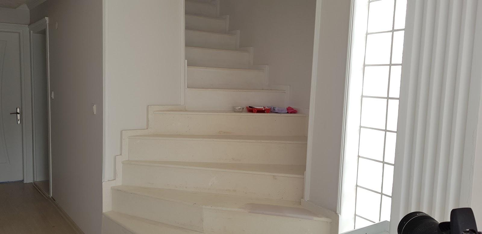 Merdiven Boyama Dekoratif Tas Duvar Yapilisi Beyaz Mucizeler
