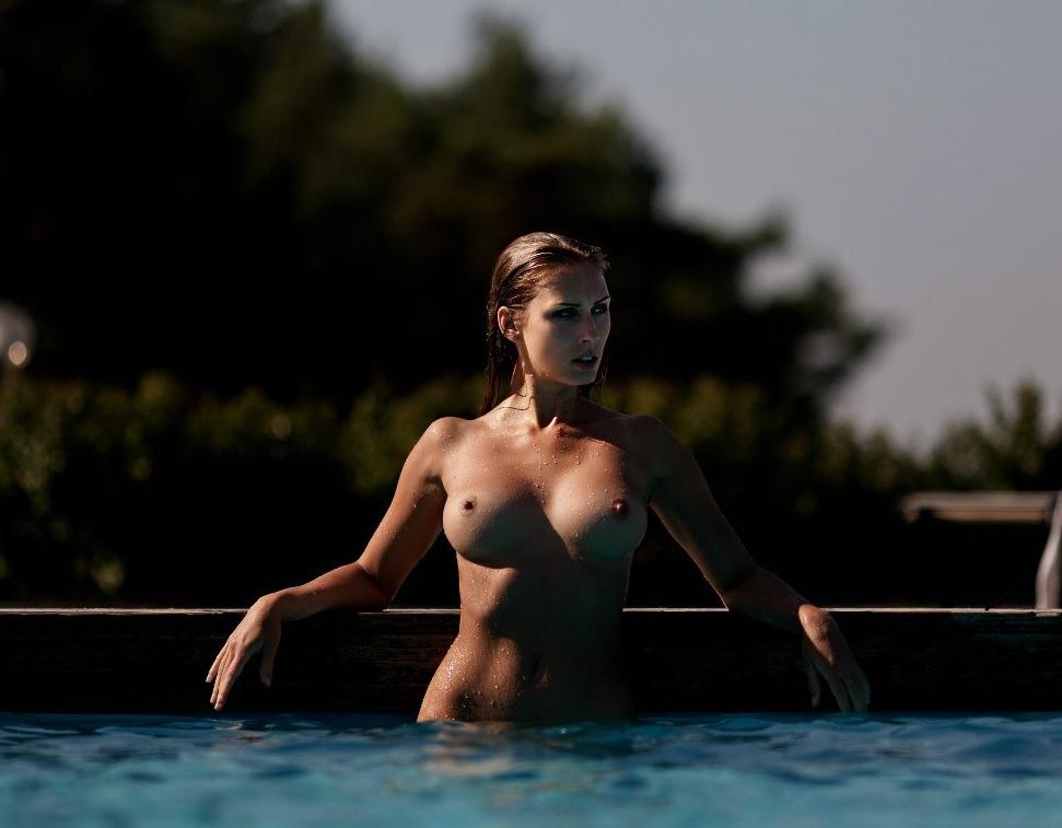 Swimmer tits, naked amatuer female crotch