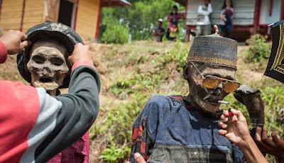 Reaksi Warga Dunia Lihat Ritual 'Mengurus' Mayat di Toraja