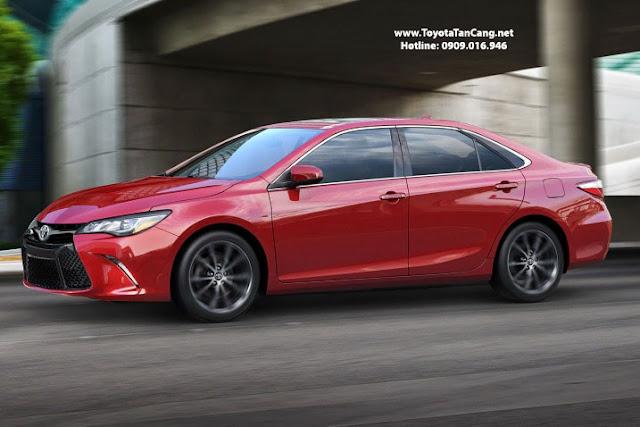 Toyota Camry 2015 nhập khẩu có giá chênh lệch ~400 triệu so với Camry Việt Nam
