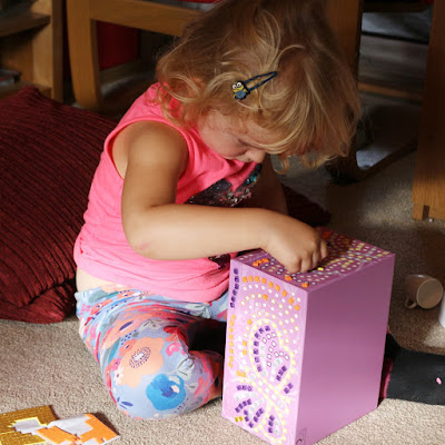 DURING Craft Time Mosaics: My Pretty Jewellery Box by Brainstorm - preschooler toy review