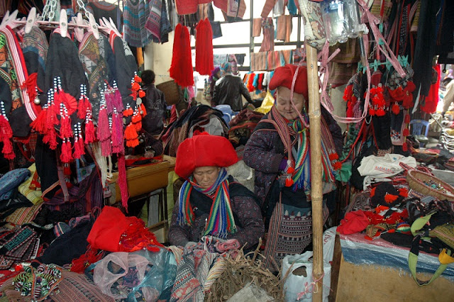 What is so special about the highland markets in Sapa? 3
