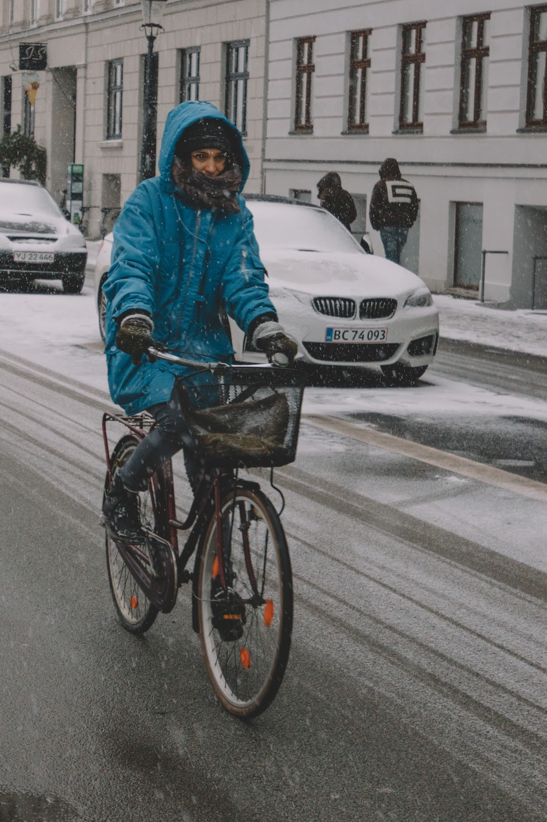 some might say that they are urban heroes but cycling all year round in copenhagen is a common thing 75 of bicycle commuters do it