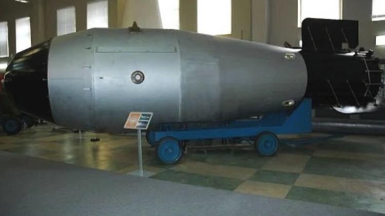 EE.UU. lanza la 'Madre de todas las bombas', pero el 'Padre' está en Rusia (VIDEO)