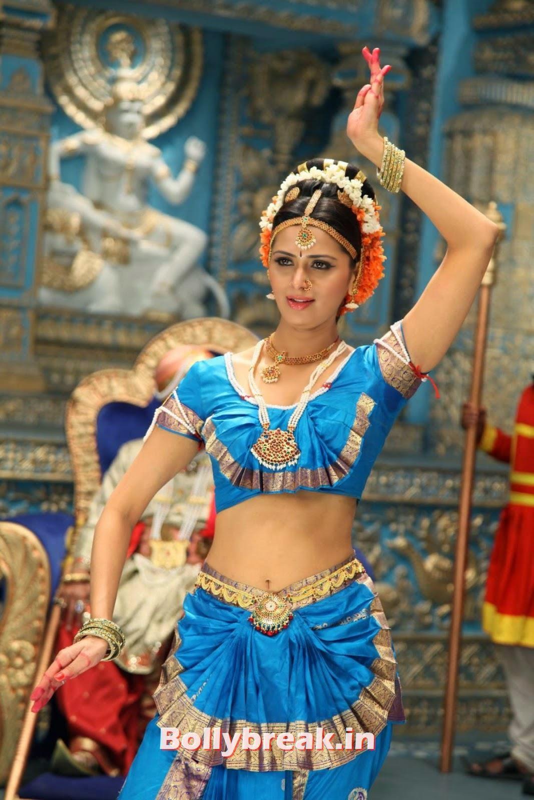 , Meenakshi Dixit Hot Navel Pics
