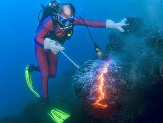 api di bawah laut