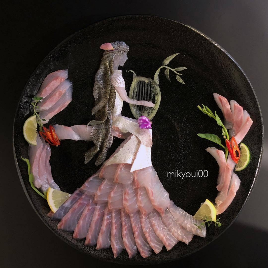 15-Lyra-Player-Mikyou-Sashimi-Art-in-Fish-Food-Art-www-designstack-co