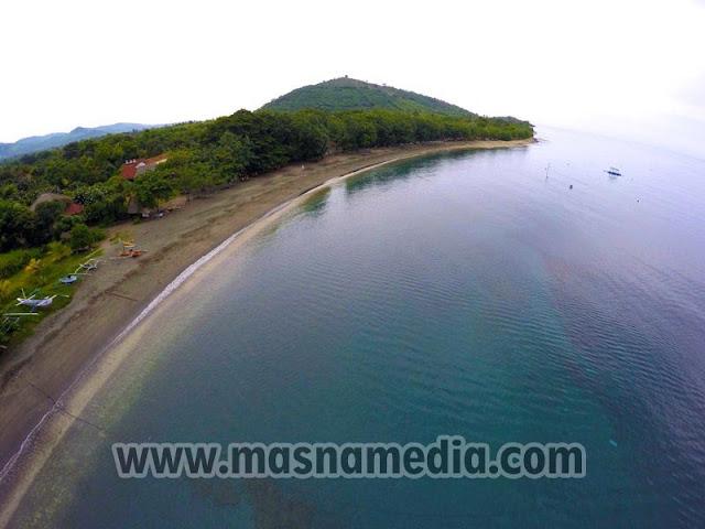 Tempat Wisata Unik Pantai Hitam Pemuteran