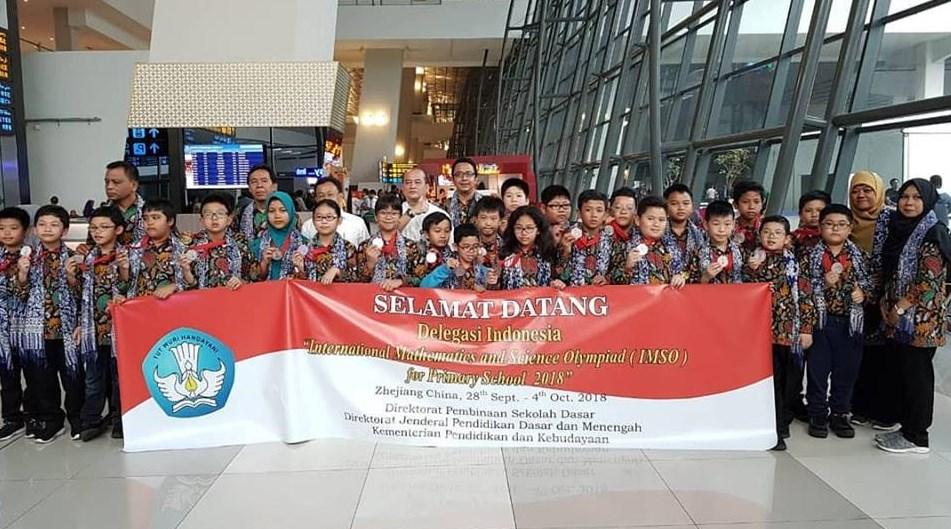 Selamat Datang kembali wakil pelajara Sekolah Dasar Indonesia yang berkompetosi pada Arsip OSN:  Siswa SD Indonesia Raih Medali Emas Perak dan Perunggu pada International Mathematics and science Olympiad (IMSO) Tahun 2018