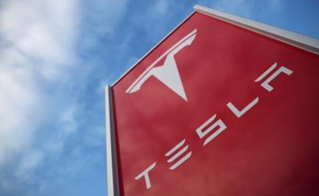 Tesla shares dive again, stung by fatal crash, credit downgrade