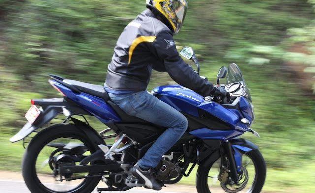 bajaj pulsar AS 150 Mileage per litre