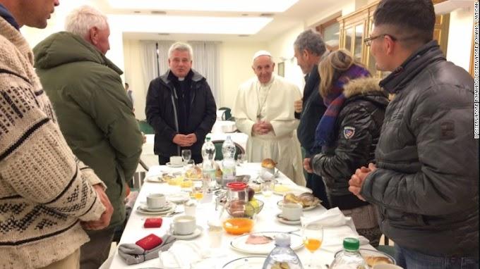 Pope celebrates 80th birthday, invites 8 homeless people to breakfast