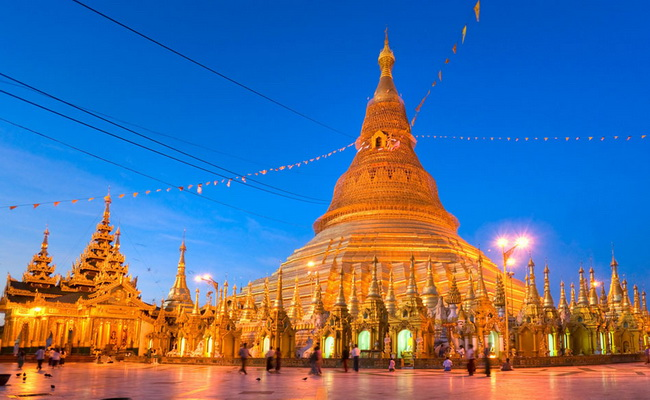 Xvlor.com Shwedagon Pagoda is 99 meter tall gold as Myanmar's holiest temple