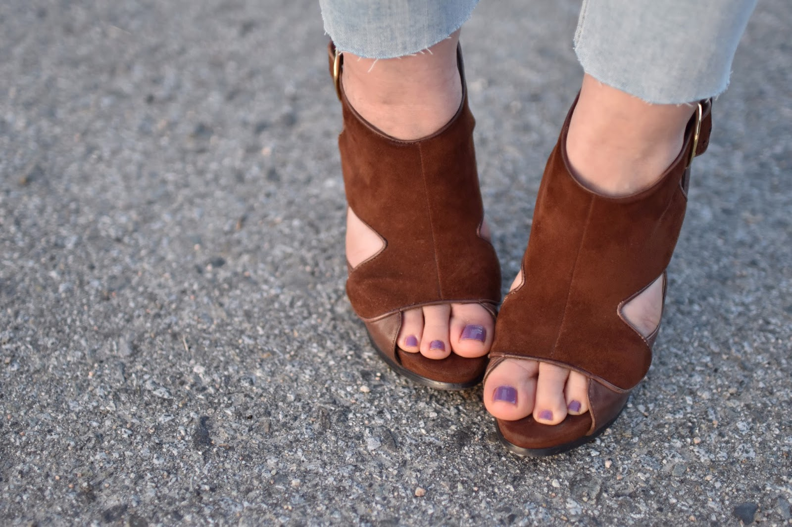 Monika Faulkner outfit inspiration - brown suede open-toe shoes