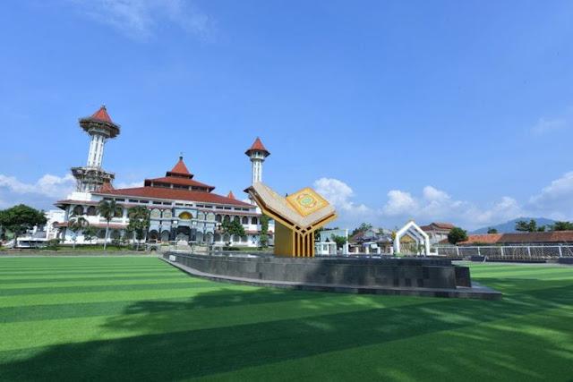 Masjid Agung dan Alun-Alun Ciajur