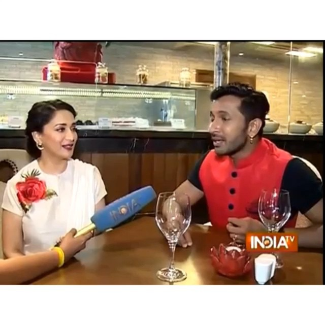 terrence lewis , shares a story about madhuri dixit , during a lack much of the jug nee , mumbai dance , festival. absolutely adorable and down to earth.  beautiful , madhuri , bollywood , actress , dance ,r madhuri dixit ,nene md , p5, Hot Pics of Madhuri Dixit At  Launch OF Contemporary Dance Festival 'Jugnee'
