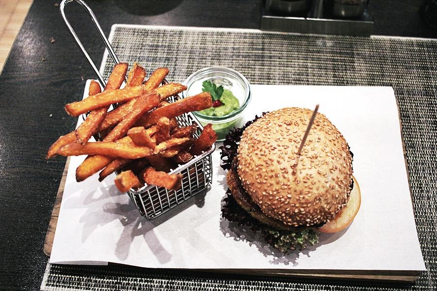 veganer burger quinoa bratling