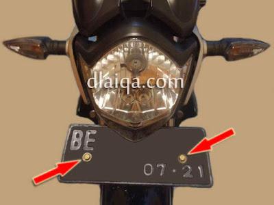 plat nomor baru bagian depan telah dipasang