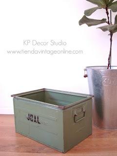 Cajas de metal industriales color verde. Comprar cajones antiguos de hierro para almacenaje y decoración