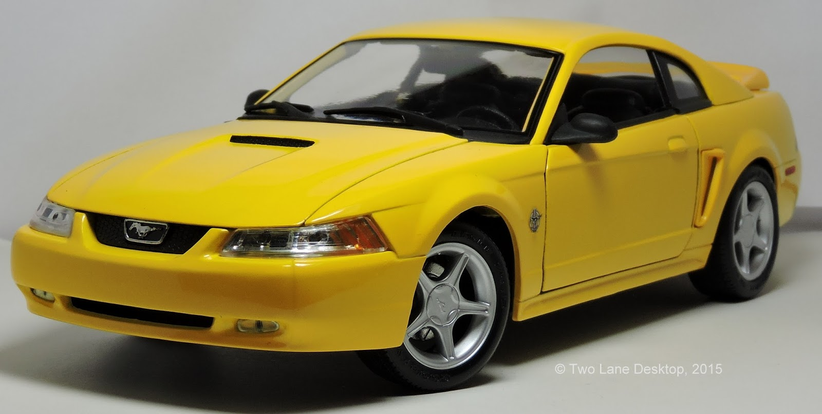 Two Lane Desktop Maisto 1 18 1999 Ford Mustang Gt Coupe