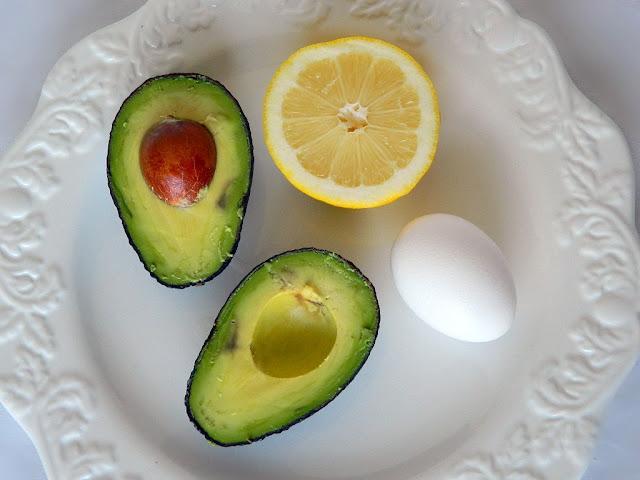 """Cách trị mụn đầu đen hiệu quả bằng lòng trắng trứng """"siêu nhanh"""""""