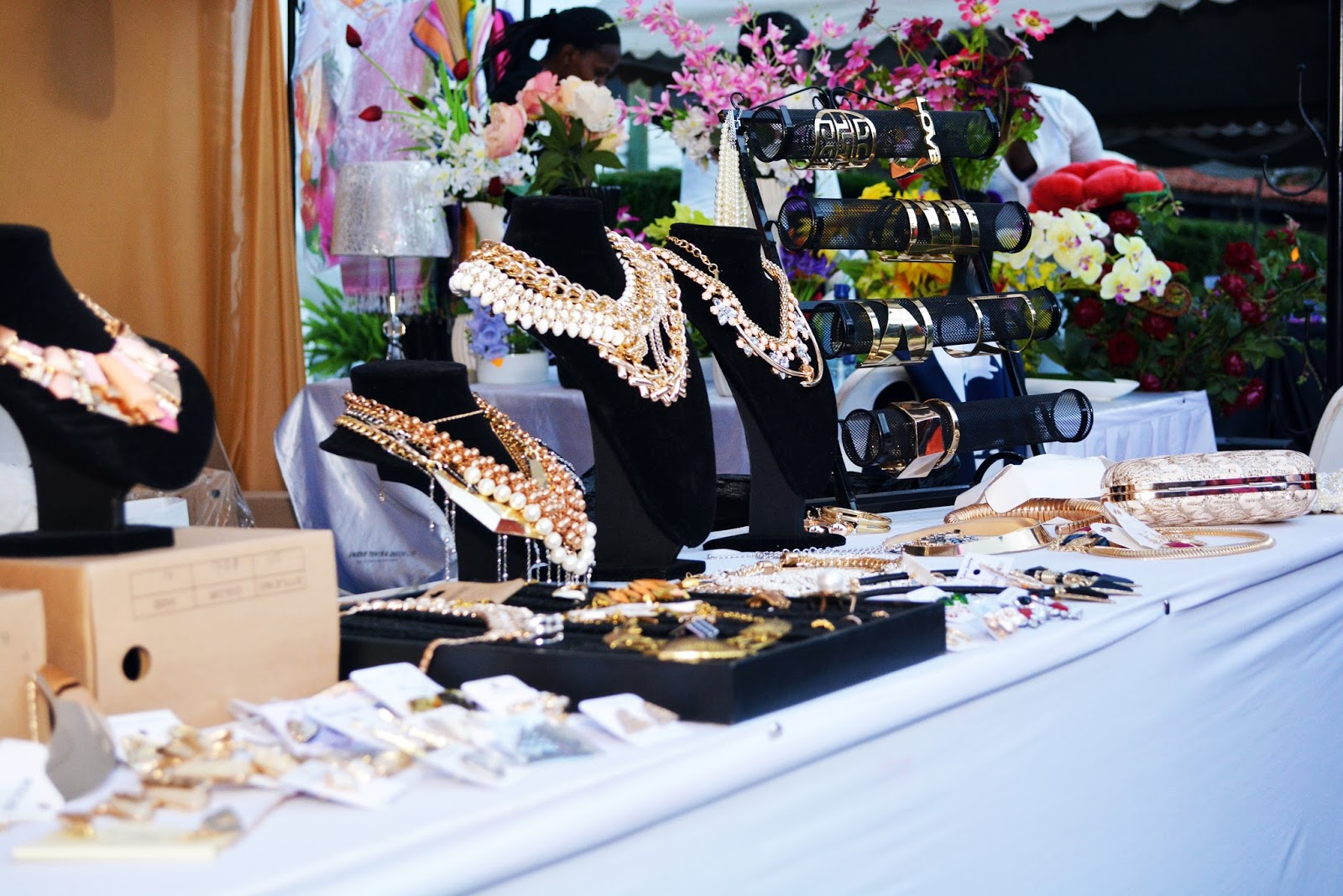 Nairobi Fashion Market, Nairobi Fashion, Kenyan fashion, Style with Ezil, Fashion events in kenya, Ezil, Reviews by Ezil, African fashion Blogger, Kenyan fashion blogger.